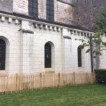 Installation d'une palissade en bois en périphérie des caniveaux